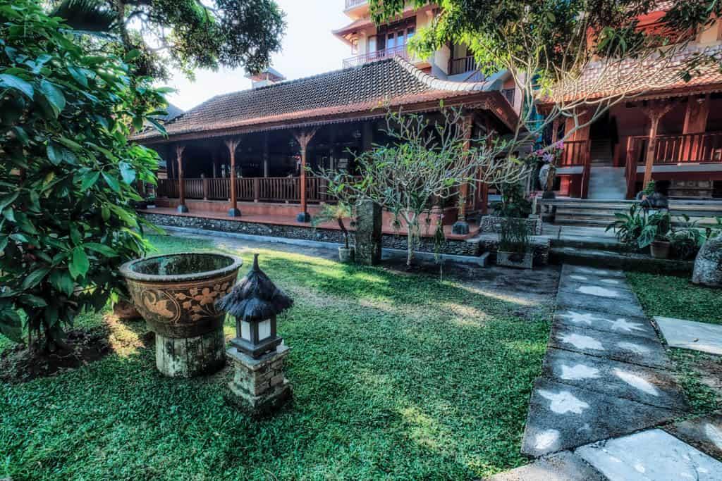 Murnis Houses Garden